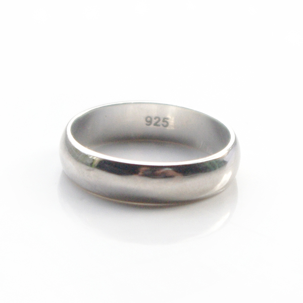 silver-band-ring